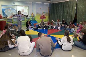 מעגל הורים וילדים בבית של מיכל