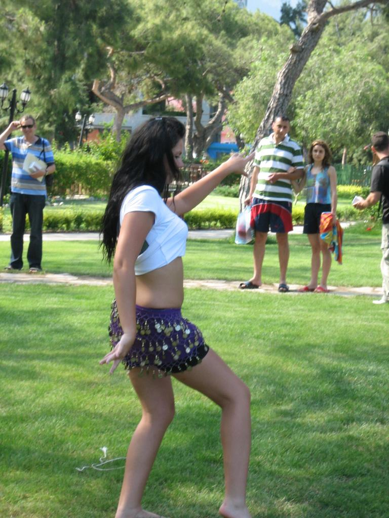 רקדנית הבטן